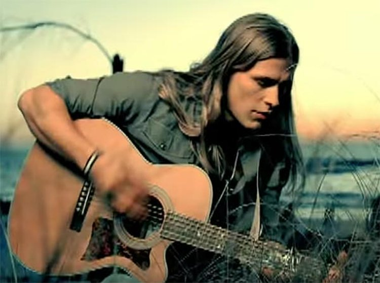 Music Friday: Jason Michael Carroll Pops the Question With a Half-Carat Diamond in 'Numbers'